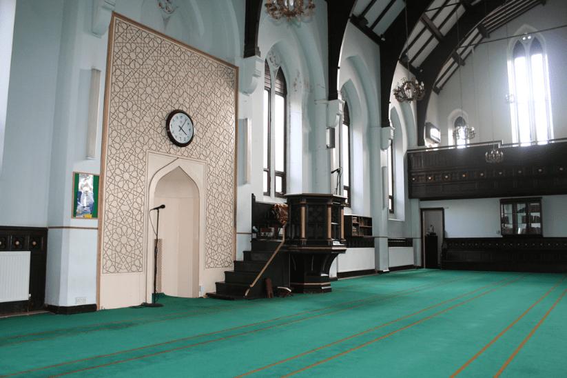 interior islamic tertua di inggris