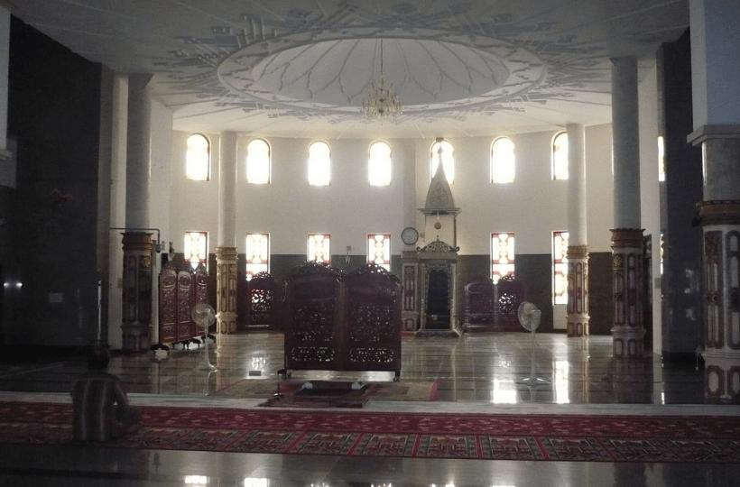 interior masjid agung alkaromah