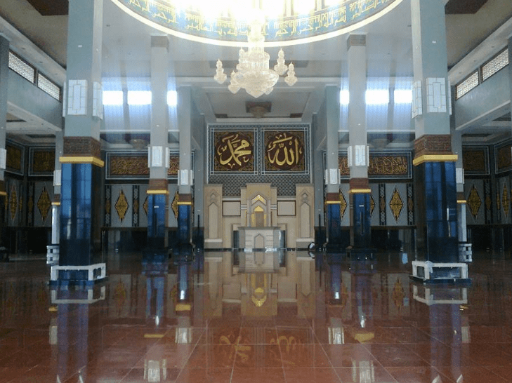 interior masjid agung at atqwa