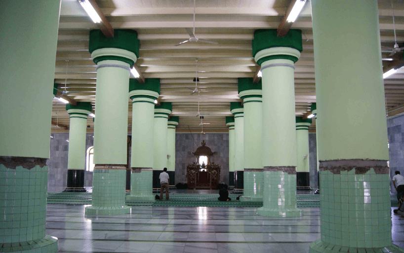 interior masjid agung kauman