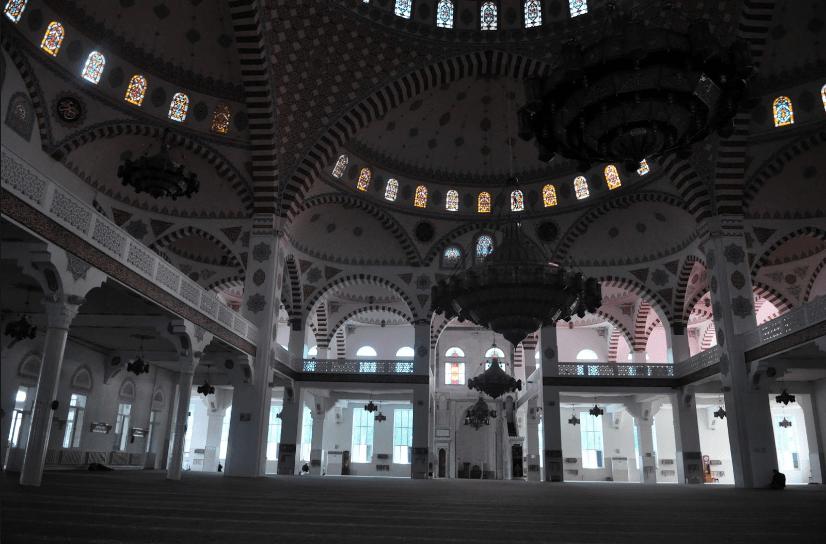 interior masjid agung makhachkala