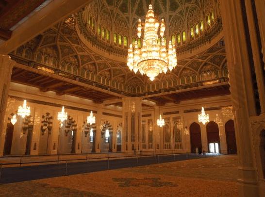 interior masjid agung sultan qaboos