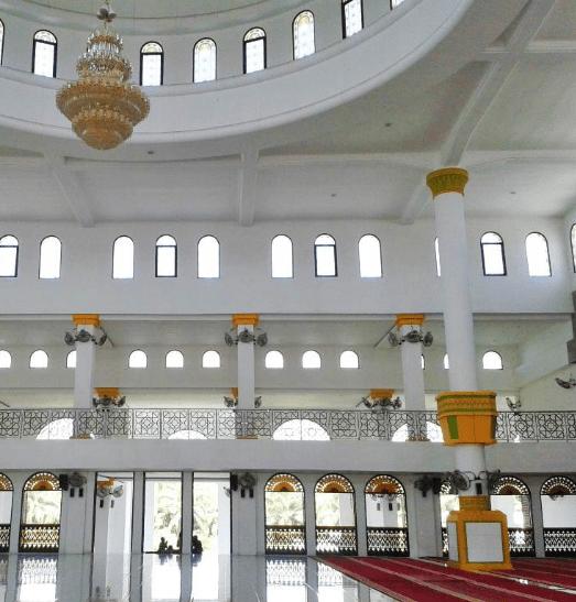 interior masjid agung sumatra