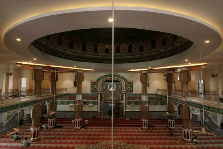 interior masjid agung