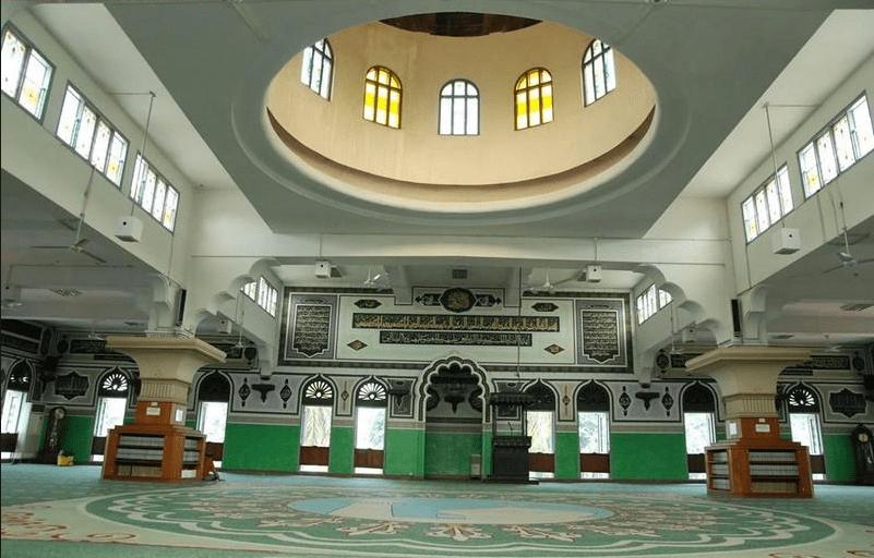interior masjid al azhar