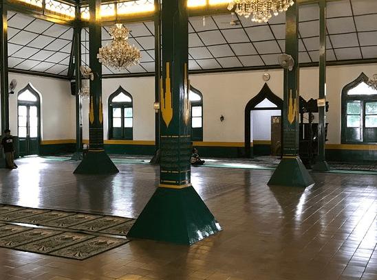 interior masjid al wustho