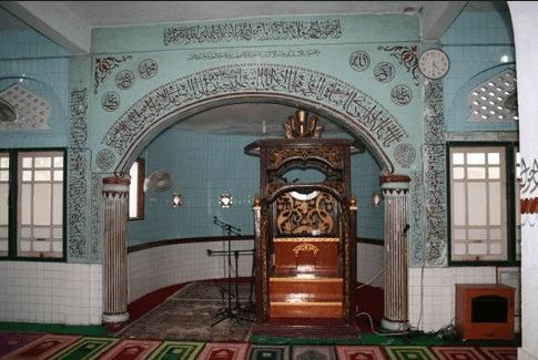 interior masjid batu al ikhsaniyah