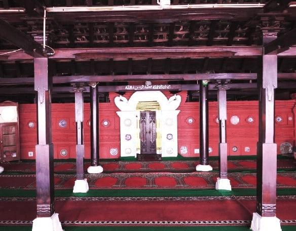 interior masjid cirebon