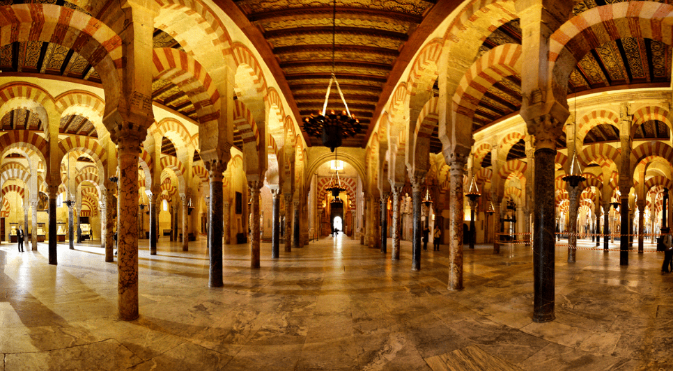 interior masjid cordoba