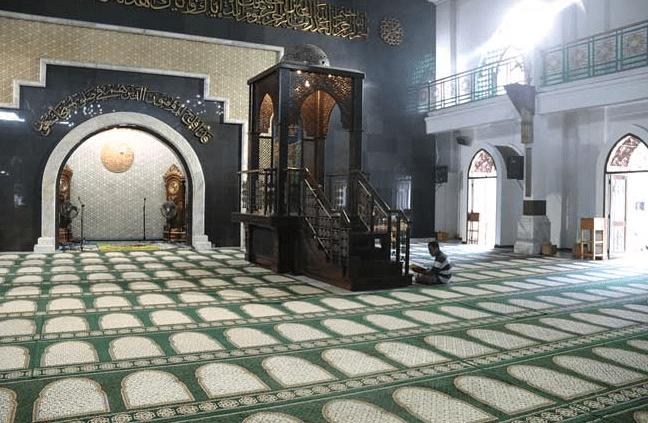 interior masjid darussalam