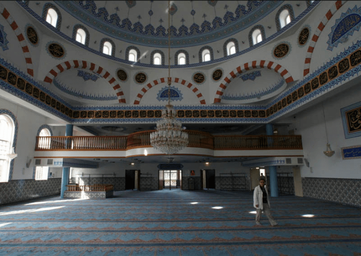 interior masjid essalam