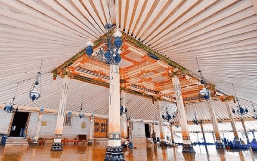 interior masjid gede kauman