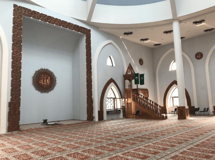 interior masjid istiklal
