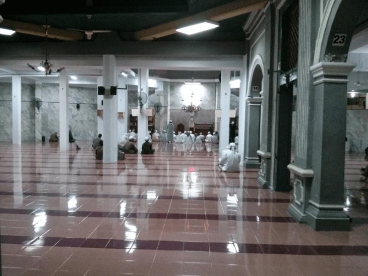 interior masjid jakarta timur