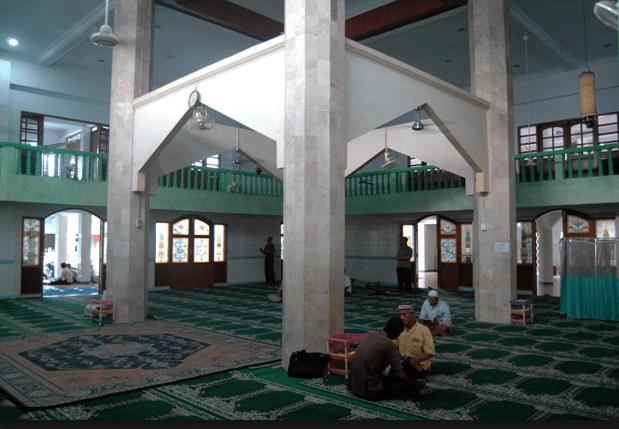 interior masjid jami al atiq