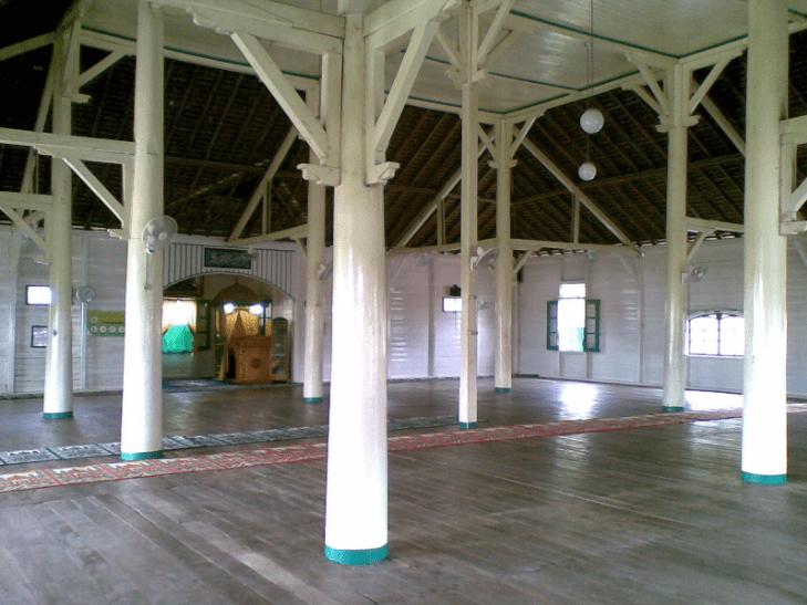 interior masjid jami' sultan nata sintang
