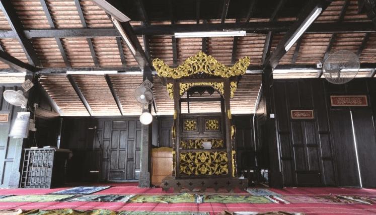 interior masjid kampung laut kelantan