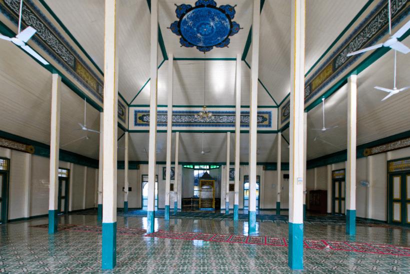 interior masjid kasimuddin