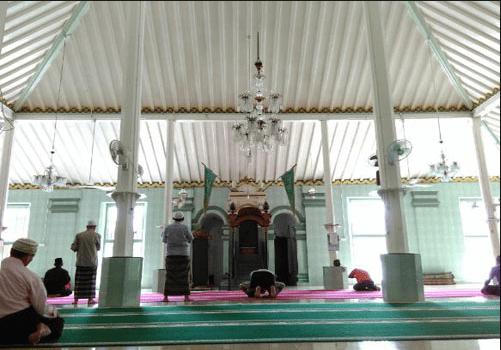 interior masjid lawang kidul palembang