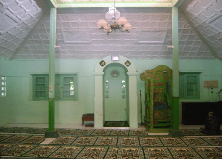 interior masjid laweyan