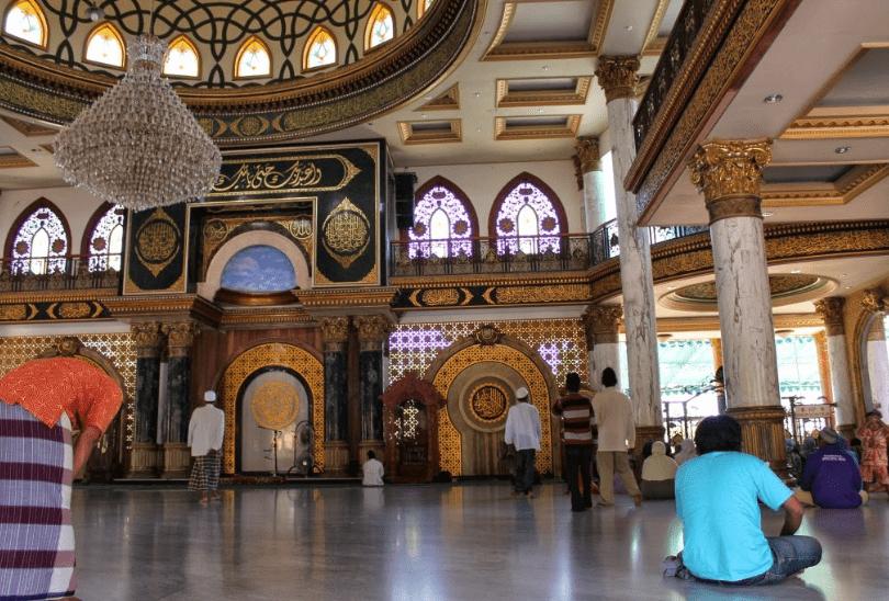 interior masjid madura