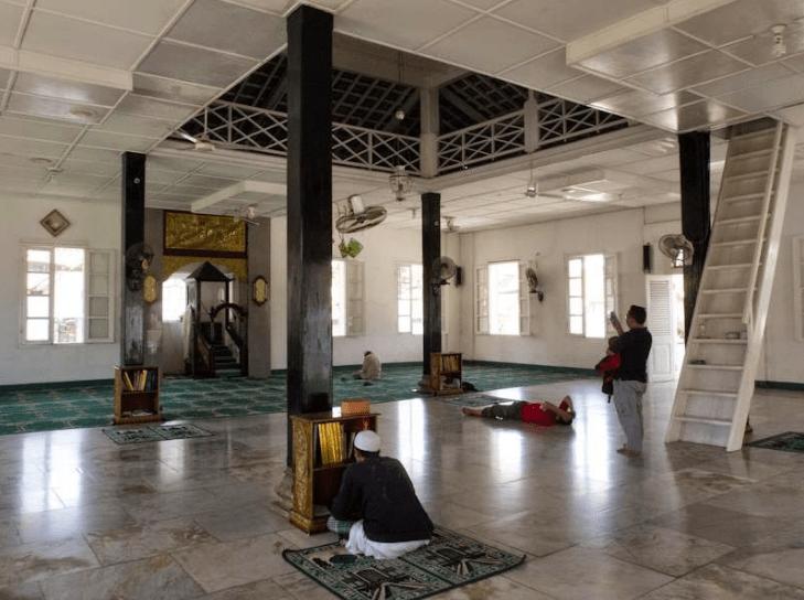 interior masjid muntok