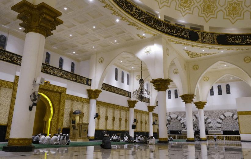 interior masjid ontianak