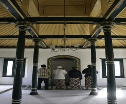 interior masjid panepan