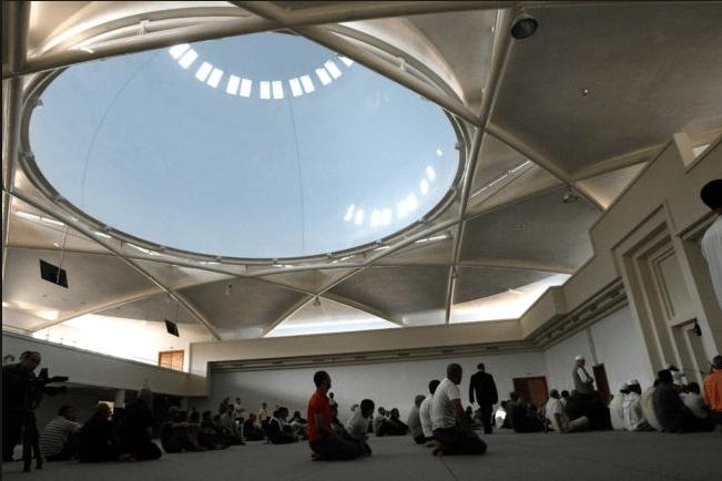 interior masjid prancis