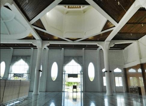 interior masjid rahmatullah