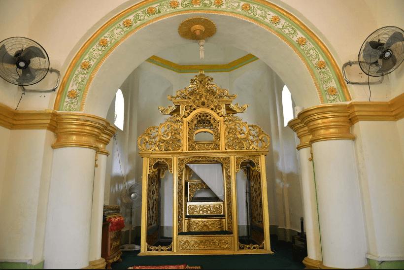 interior masjid sultan riau