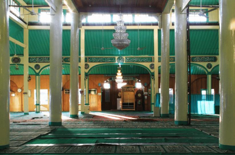 interior masjid sultan Syarif Abdurrahman