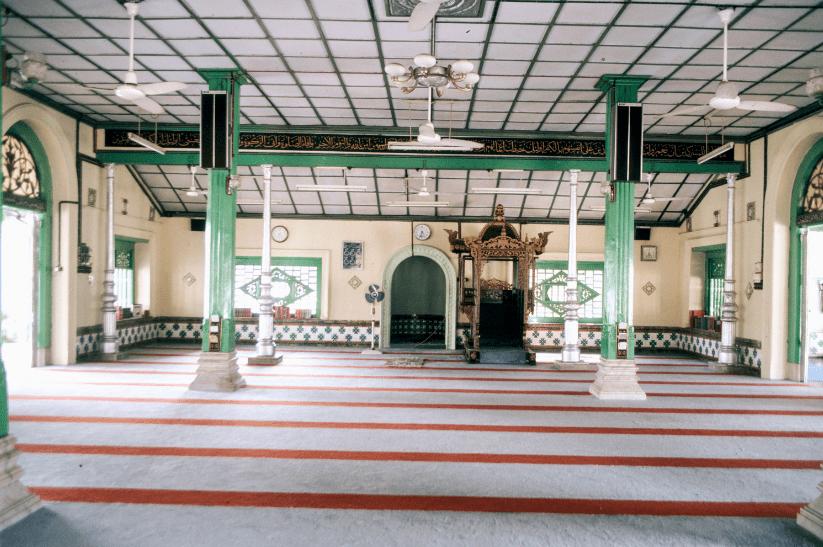 interior masjid tengkera