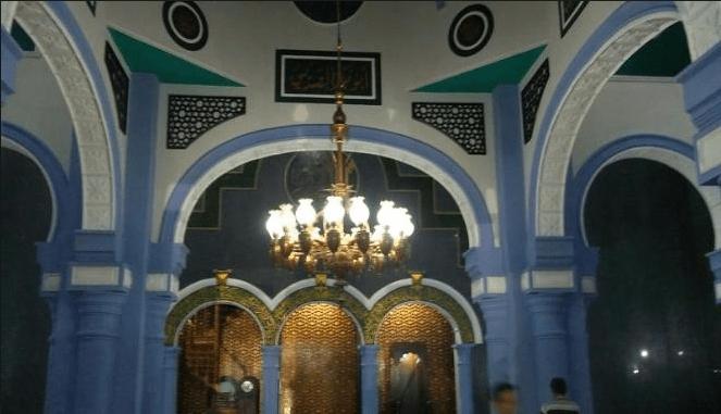 interior masjid tuban