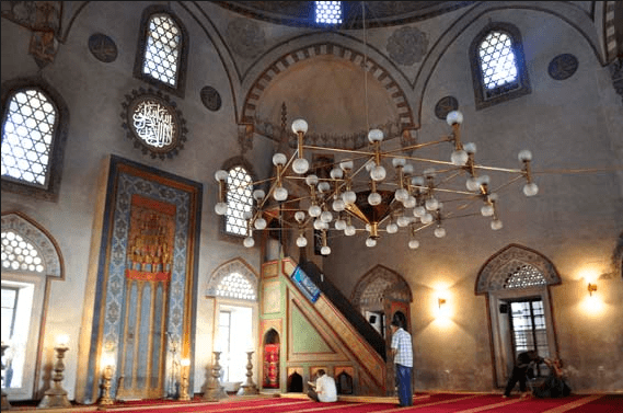interior masjid The Emperors