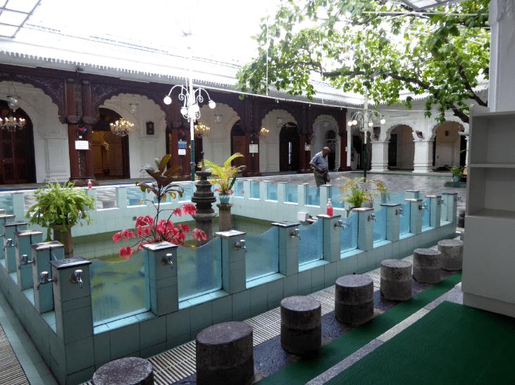 interior unik di masjid jummah