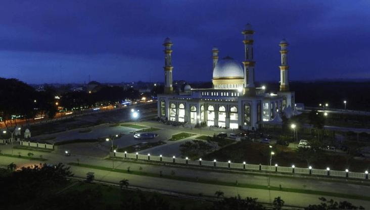 kemegahan masjid agung ahmad bakrie