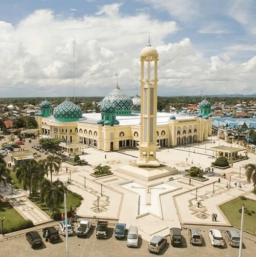 masjid agung al karomah.