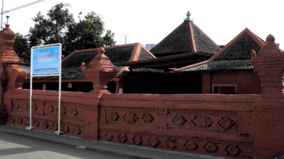 Masjid Merah Panjunan, Cirebon