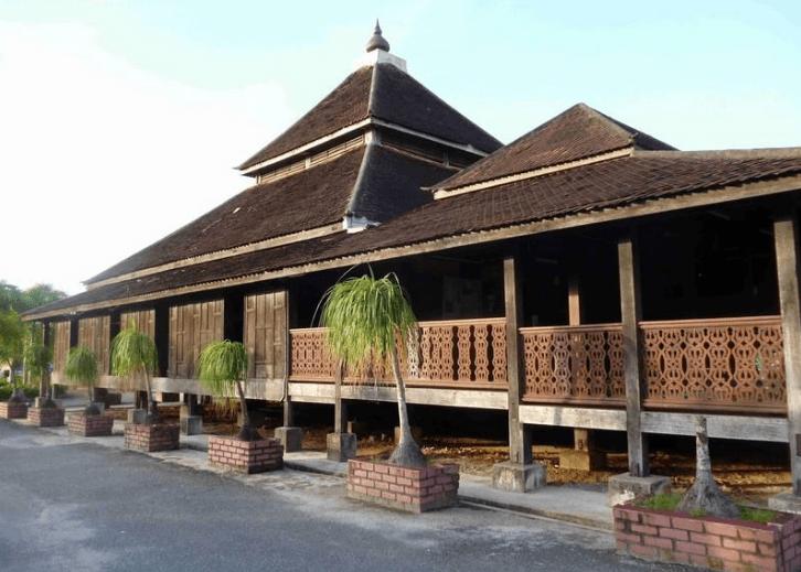 masjid kampung laut kelantan,