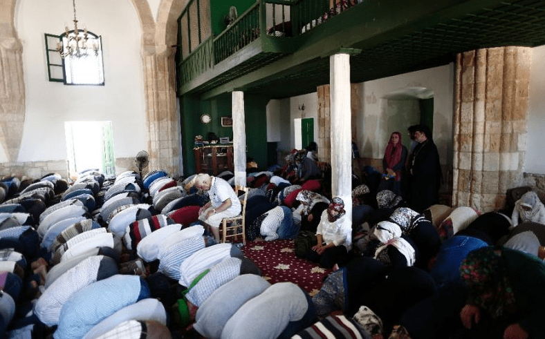 ruang sholat Masjid Hala Sultan Tekke