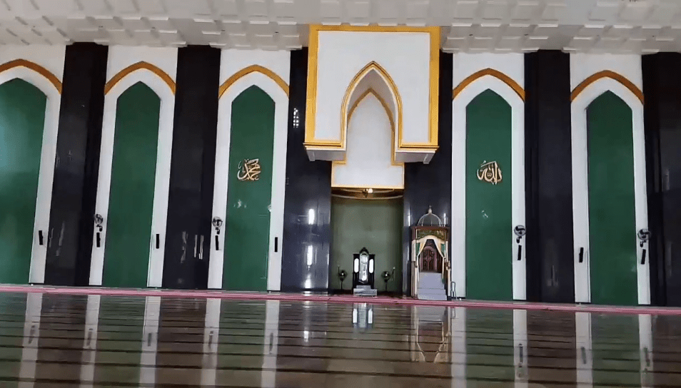 interior masjid al munawaroh