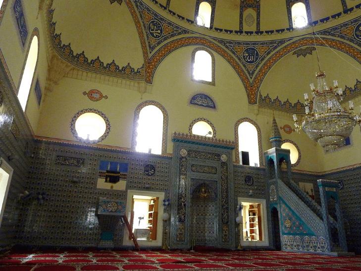 interior masjid banya bashi