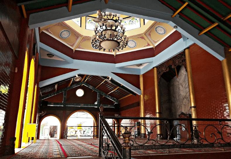 interior masjid cheng ho surabaya
