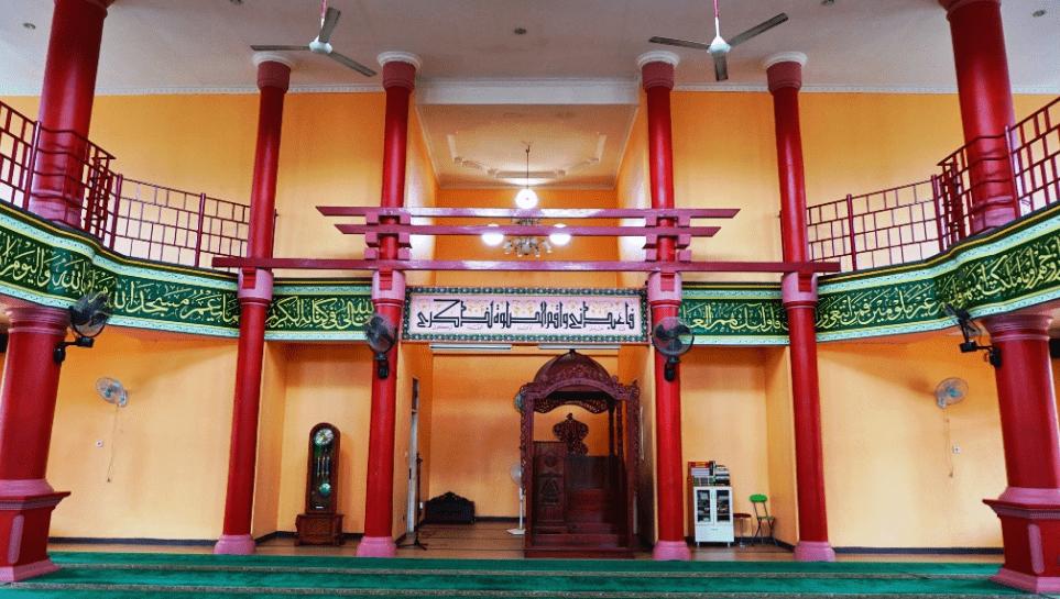 interior masjid cheng ho