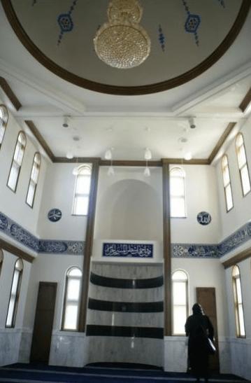 interior masjid gifu