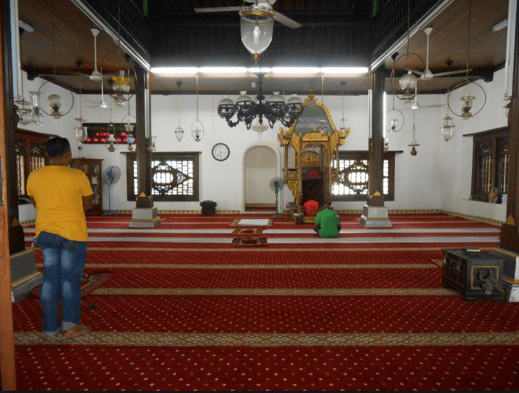 interior masjid kampung hulu malaka