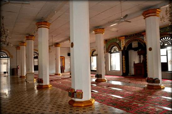 interior masjid raya ganting
