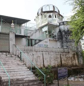 Masjid Dhai Seedhi Ki Yang Terletak Di India