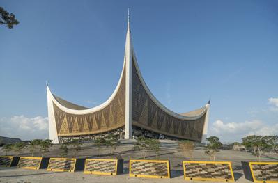 Masjid Raya Sumatera Barat Atau Masjid Mahligai Minang